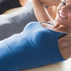 Как убрать живот и накачать пресс: 5 упражнений для домашней тренировки