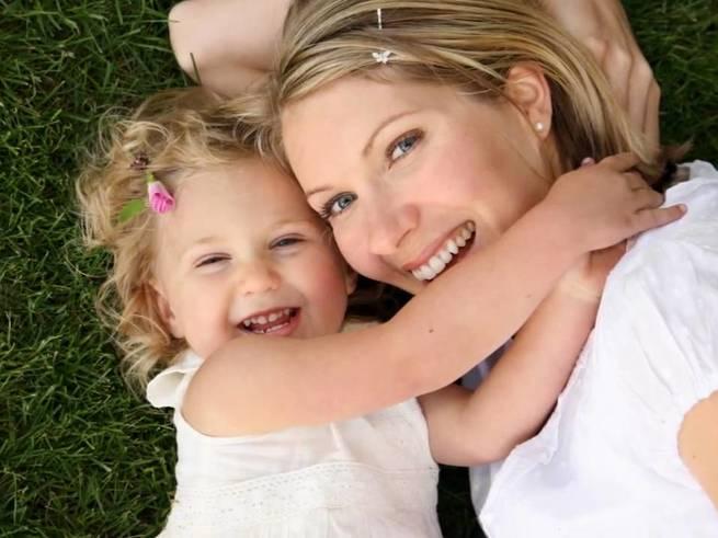 Почему материнство с деньгами легче: 8 причин