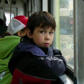 Кондукторов и водителей, высаживающих детей, нужно штрафовать