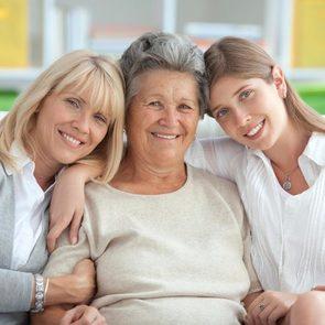 В Госдуме предлагают узаконить проживание ребенка с бабушками