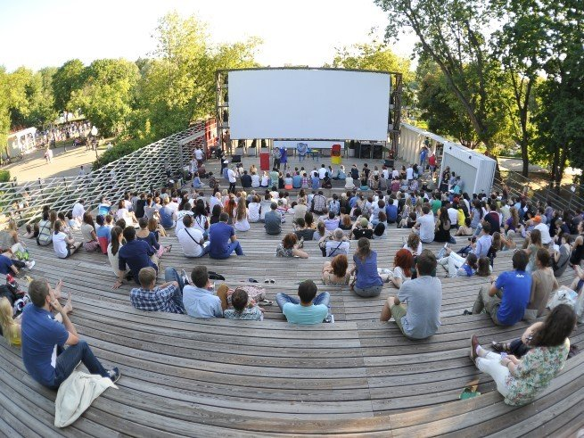 Летние кинотеатры: 5 лучших площадок Москвы