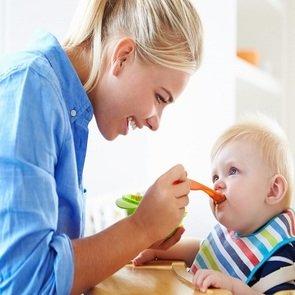 Как научить ребёнка есть твёрдую пищу