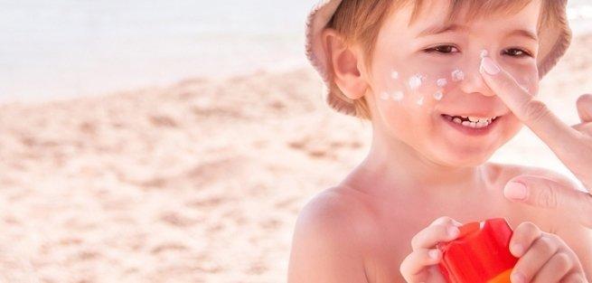 Как выбрать детские солнцезащитные средства