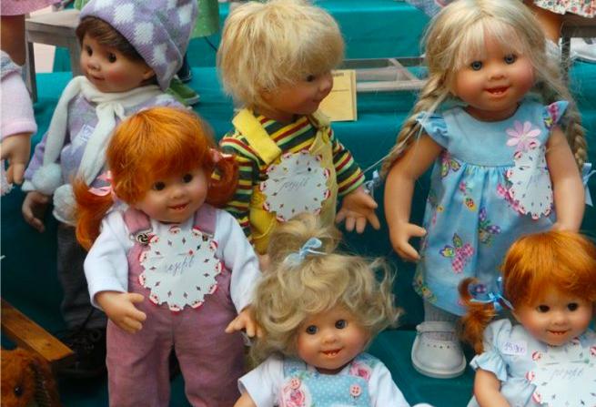 Чтобы вылечить маму, девочка продала своих кукол