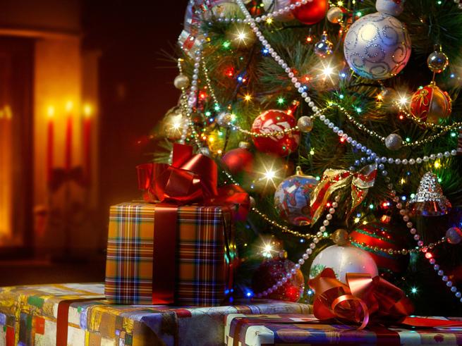 5 ёлок без Снегурочки и Деда Мороза