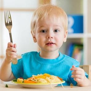 18 лайфхаков от врача-педиатра: как кормить детей
