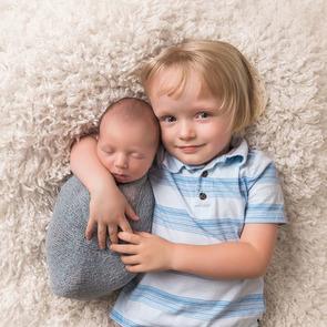 Мамин опыт: 7 лайфхаков против ревности между детьми