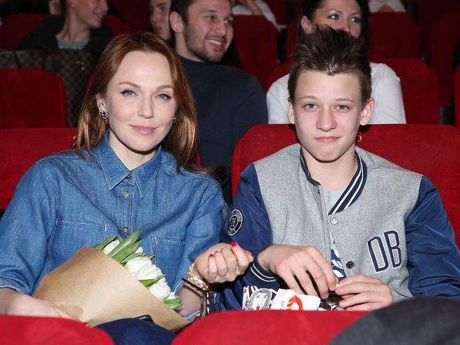 Альбина Джанабаева пригласила сына на  «Свидания»
