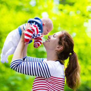Зрительный контакт с родителем помогает развитию ребёнка