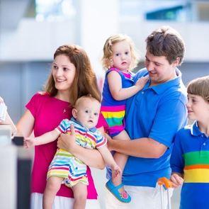 С ребёнком за границу: обязательные документы