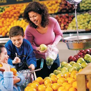В магазине с ребенком: 9 правил, чтобы не сойти с ума