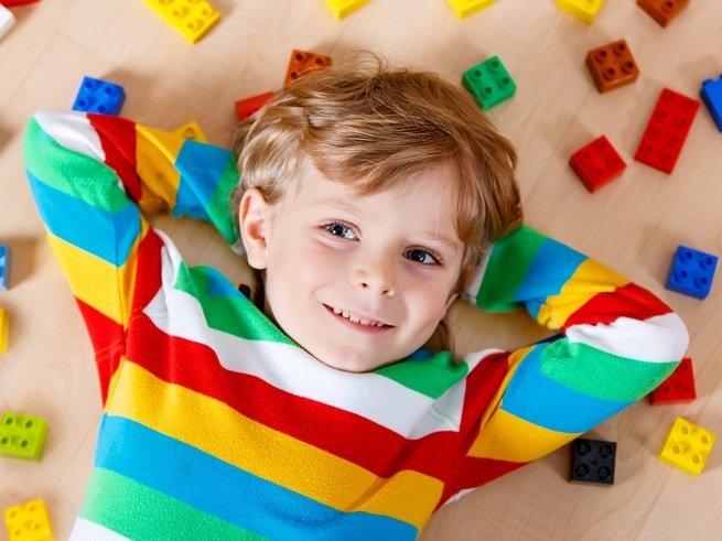 Он не умеет быть один: как научить ребёнка самостоятельно развлекать себя