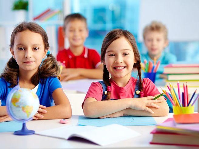 Россияне возложили воспитательную миссию на школу