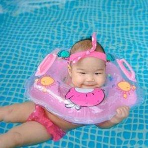 Круги для купания, надеваемые на шею, опасны