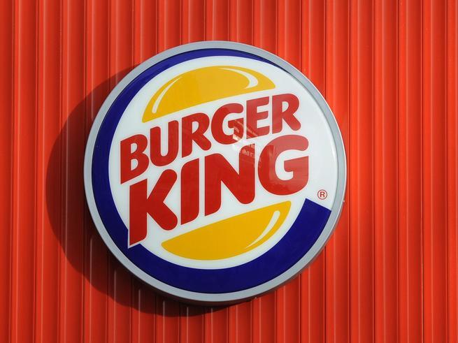 Сотрудник Burger King заставил посетителей-подростков мыть полы