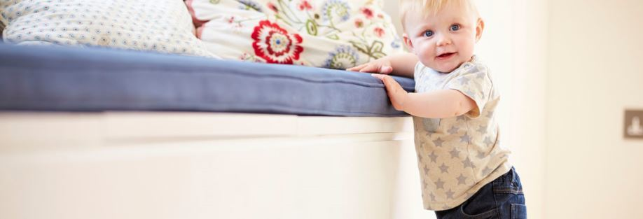 Отдавать ли ребёнка в ясли: за и против