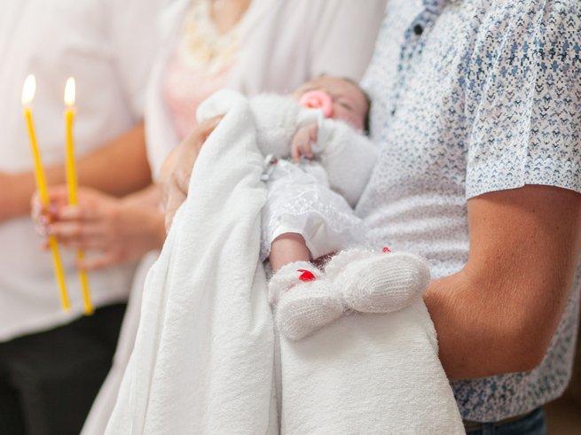 Крестины малыша: что нужно знать родителям