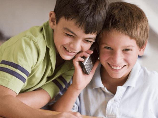 Как выбрать первый мобильный для ребенка