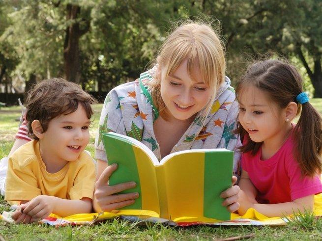 Чтение вслух превосходно развивает мозг ребёнка