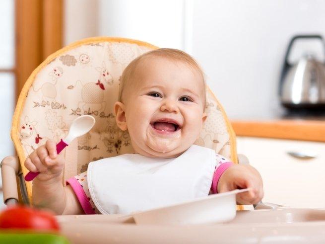 С первой ложки: как научить малыша есть самостоятельно