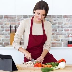 Как готовить на семью быстро и вкусно: 8 лайфхаков для уставшей мамы