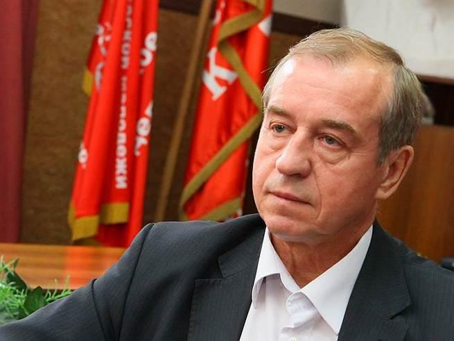 Губернатор Иркутской области подарил малообеспеченным детям червивые конфеты