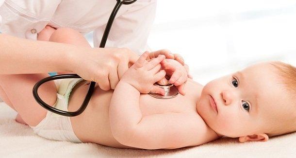 Когда новорожденные дети начинают слышать?