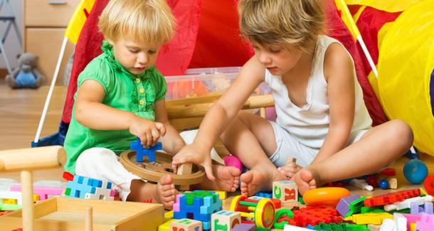 5 способов заставить ребенка убрать игрушки (прямо сейчас!)