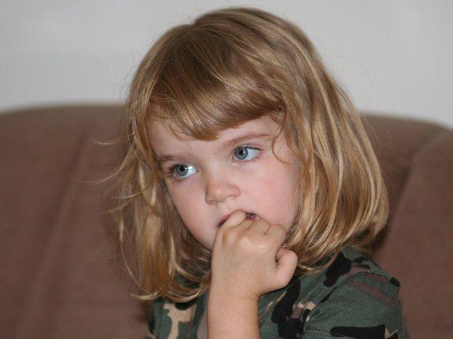 Привычка грызть ногти делает детей здоровее