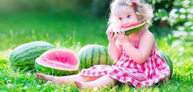 Чем кормить ребенка летом?