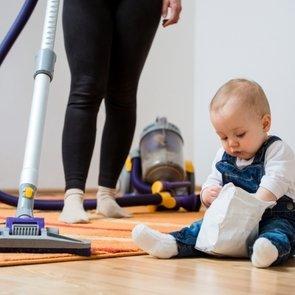 Как правильно убираться, когда в доме малыш?