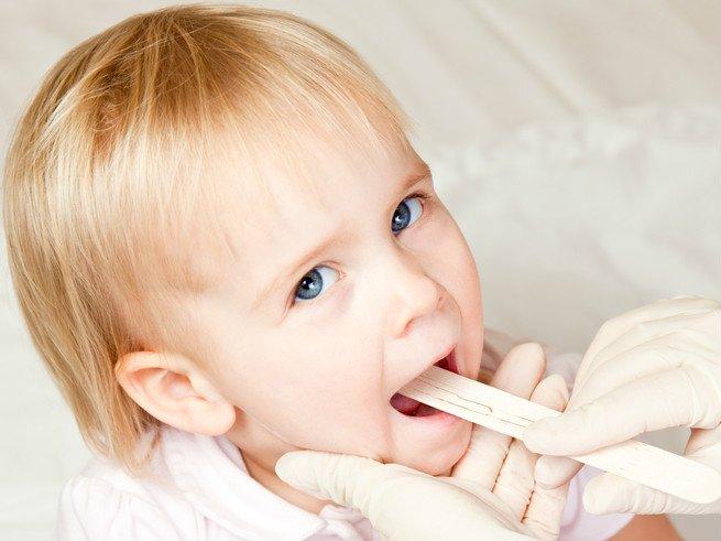 У ребенка увеличены миндалины: что делать