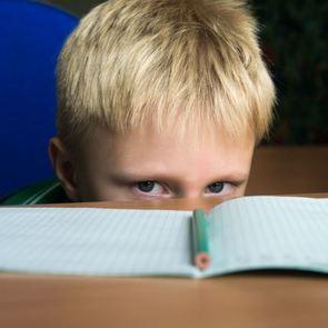 Кому жаловаться, если ребёнок не хочет идти в сад, учитель ругается матом, а школьник стал двоечником