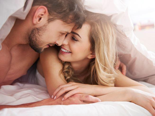 Мужской шепот и стоны во время секса