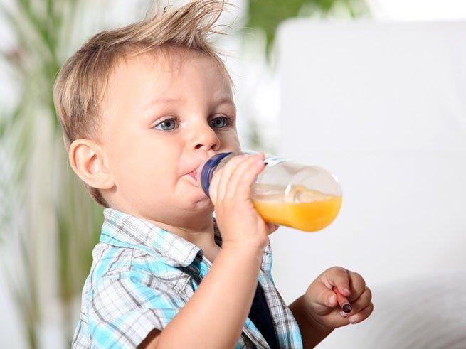 Когда можно начинать давать соки грудному ребенку