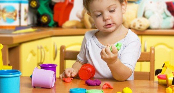 Ребенок проглотил пластилин: что делать