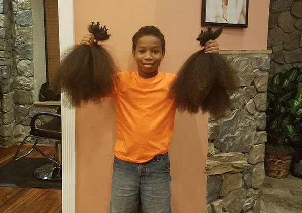 Мальчик отращивал волосы для париков онкобольным детям