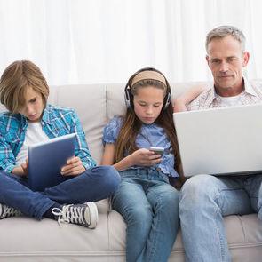 Электронные устройства негативно влияют на детскую фантазию