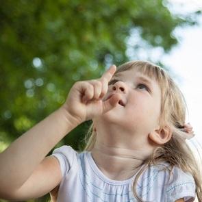 КОРОЧЕ: привычка указывать пальцем важна в развитии ребёнка