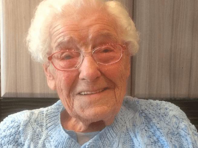 На 105-ю годовщину старушка пожелала красавчика с татуировкой