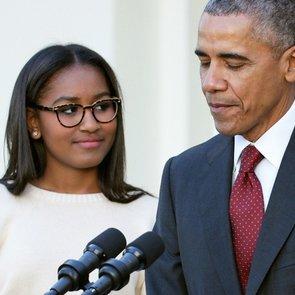 Дочь Барака Обамы работает официанткой