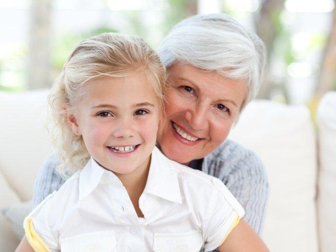 Бабушка сидит с внуком: важные правила, чтоб не разругаться