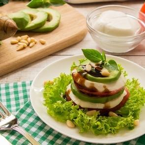 Интересные рецепты слоёных салатов