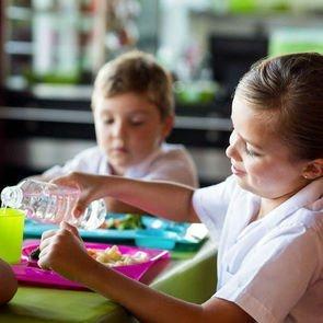 Московским школьникам запретили перекус вредными продуктами