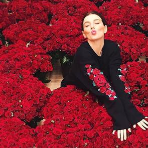 Анна Седокова получила от своего бойфренда 10 000 алых роз