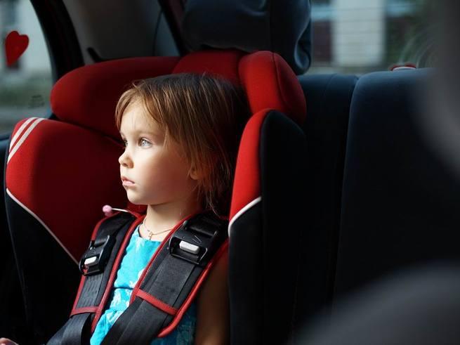 Москвичка заперла маленьких детей в машине и ушла по делам