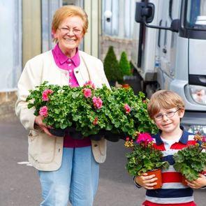 Претензии детей к бабушкам: что обижает внуков