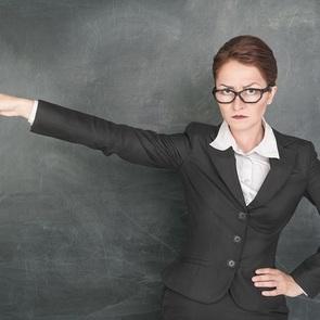 Проблемы с педагогом: терпеть, ругаться, менять школу