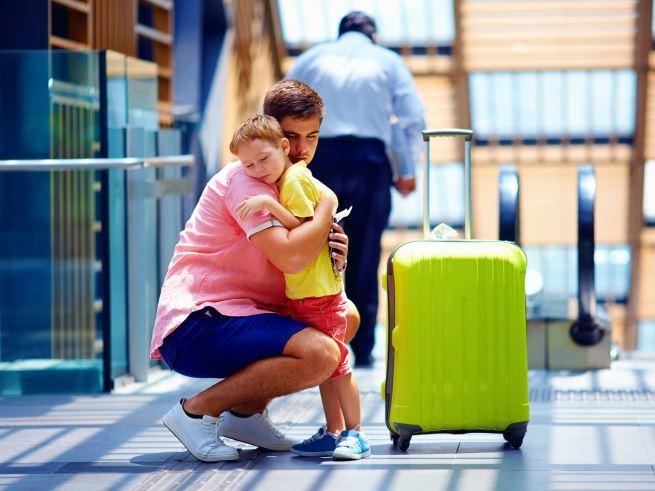 Длительные командировки мужа: как сохранить семью