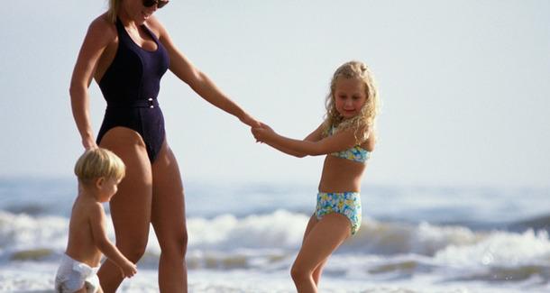 Главные лайфхаки, как маме быть красивой на пляже (и не стесняться!)